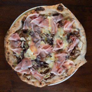 pizza-speck-radicchio-mozzarella