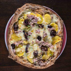 pizza-olive-patate-salsiccia