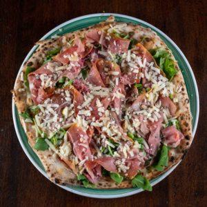 pizza-rucola-crudo-scaglie